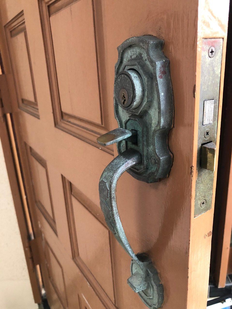 コロナ装飾錠